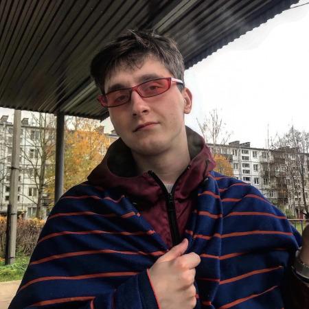 Денис Славиков